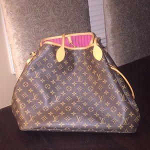 Louis Vuitton Bags - Louis Vuitton never full MM
